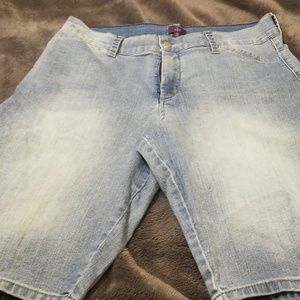 1 NYDJ and 2 Style and Co Bermuda Shorts